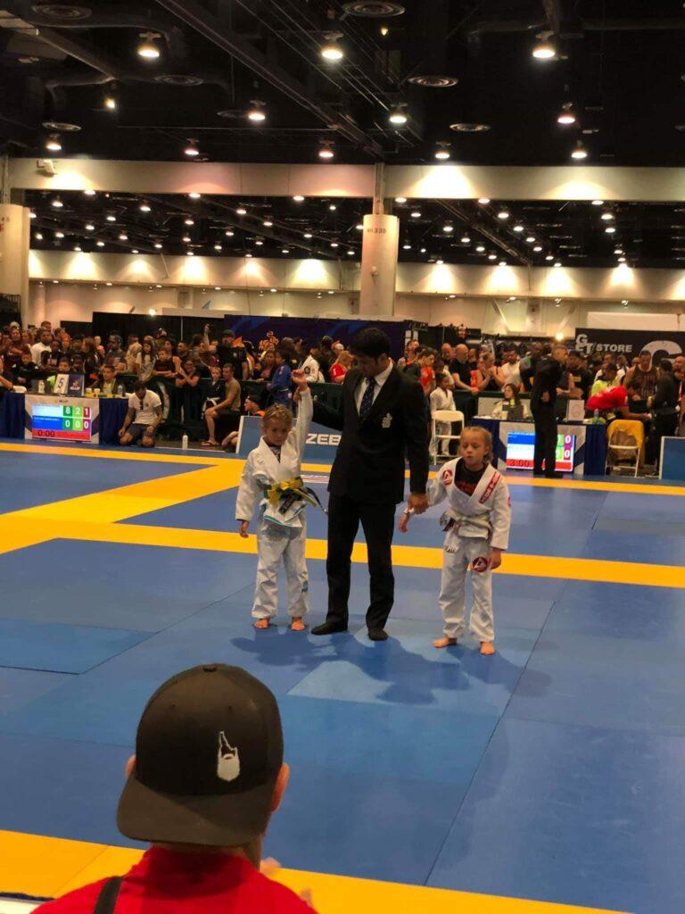 Evolet Elise Boris vinder en kamp til IBJJF Kids 2019 Las Vegas
